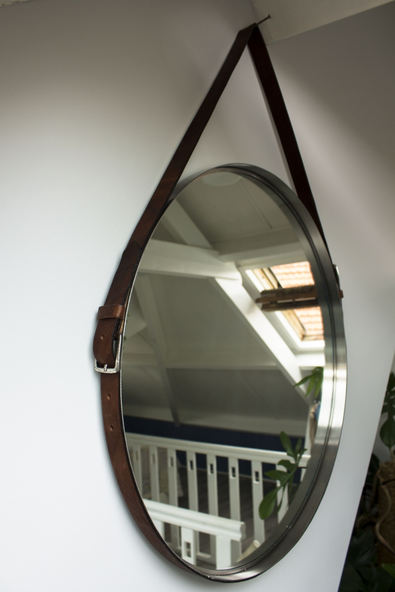 DIY spiegel met riemen